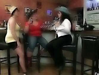 Great BBW sluts play with each other
