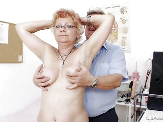 This mature lady is completely naked before his doctor and the doctor starts examining her big breast with sexy and large nipples. After examining the